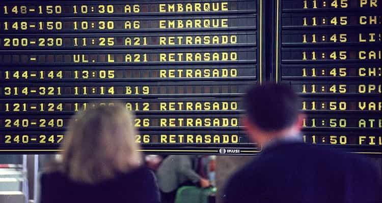 panel vuelos aeropuerto