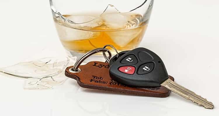 alcohol y llaves coche