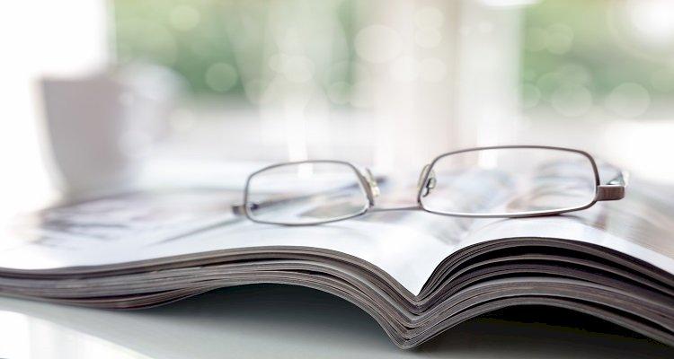 gafas sobre libro