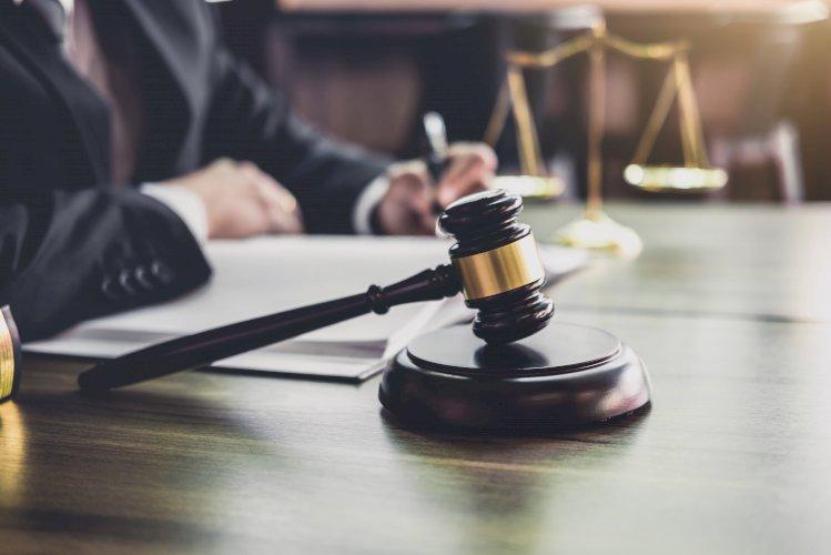 Juez martillo abogados