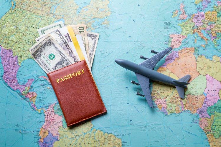 avion dinero mapa pasaporte