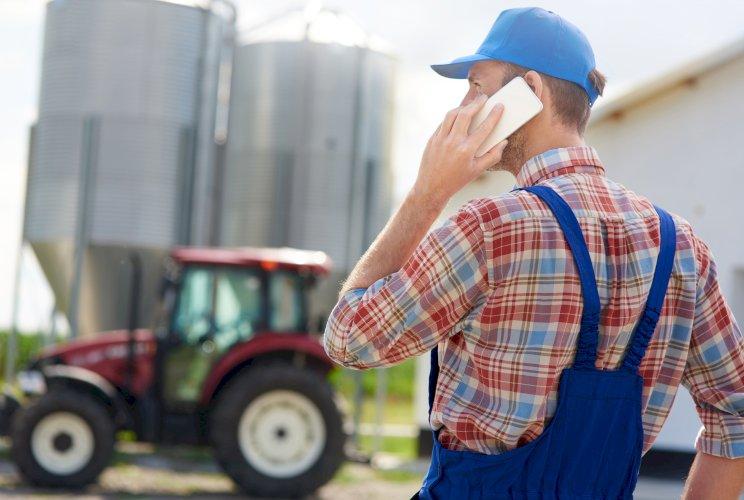agricultor granjero telefono espalda