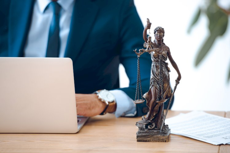 justicia y ordenador