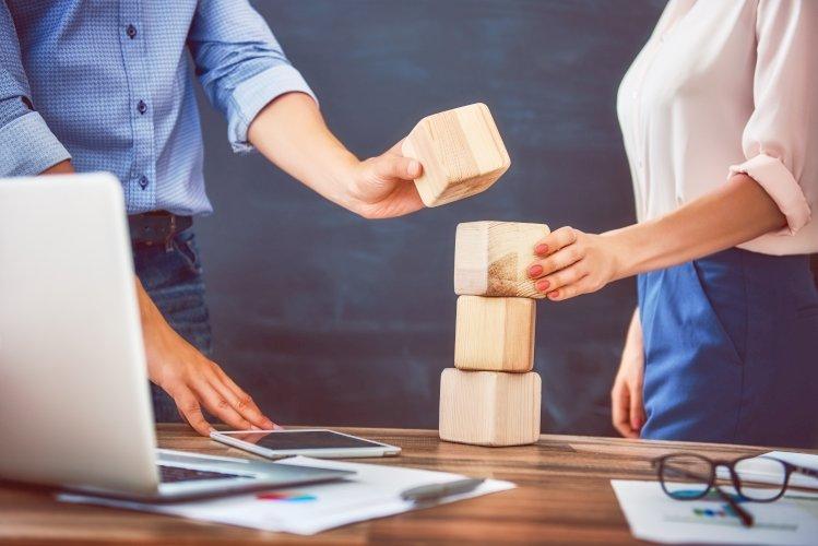 personas negocios planean un proyecto
