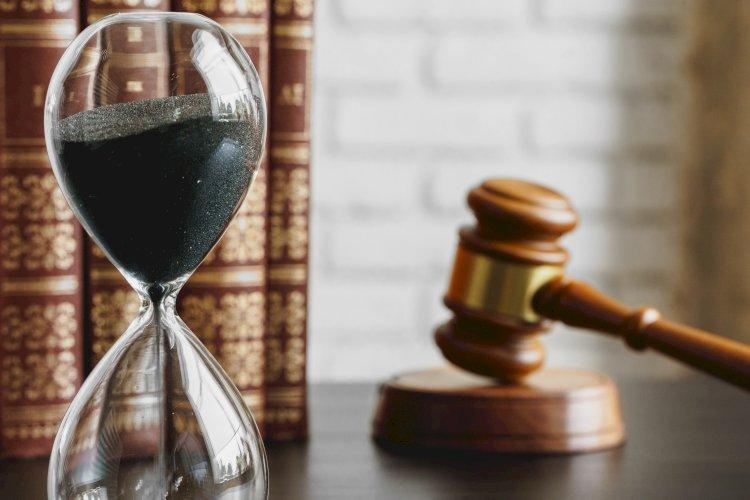 mazo reloj de arena juez