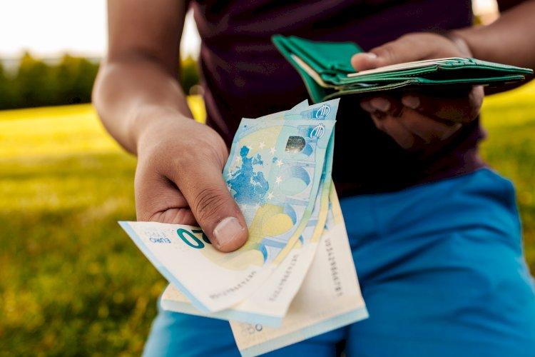 pagar efectivo dinero