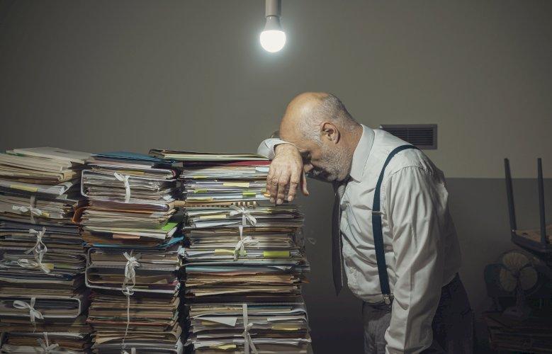 contable muchos papeles estresado