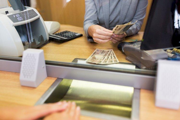 cajero banco cuenta billetes