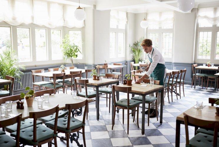 camarero Covid-19 bares